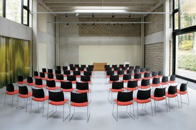 Conference Room Using Elios Chairs With Upholstered Seat In Black And Red